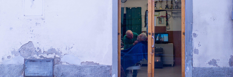 Fiesole (Fi) Giuliano Tozzi, storico barbiere di Borgunto chiude dopo settant'anni la sua bottega